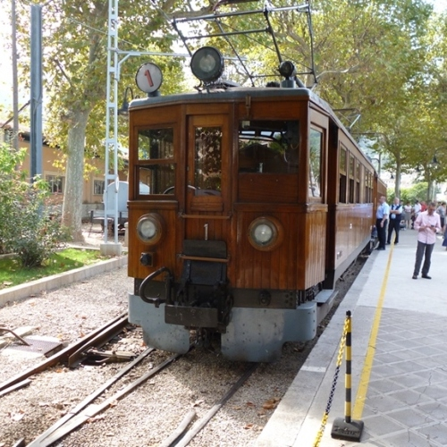 Guided walking in Mallorca - Palma to Soller railway